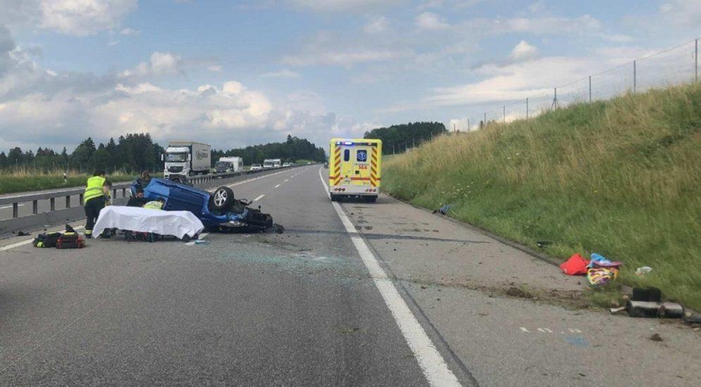 Heftiger Unfall A12 Châtel-St-Denis FR: Fahrer (23) kracht in zwei Fahrzeuge