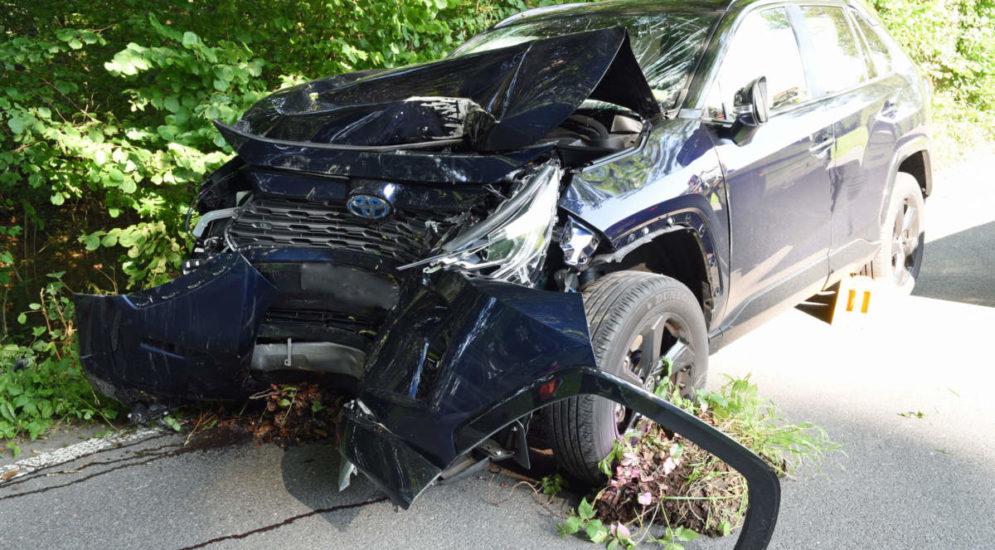 Retschwil LU: Bei Unfall von Strasse abgekommen und gegen Baum geprallt