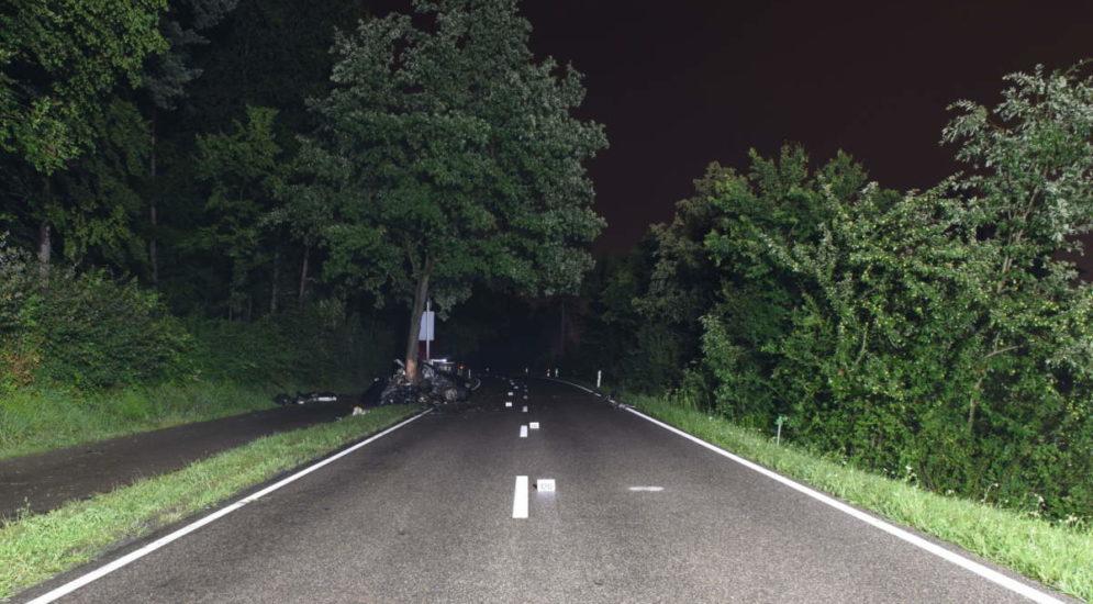 Kloten ZH: Nach schwerem Unfall aus Fahrzeugwrack geborgen