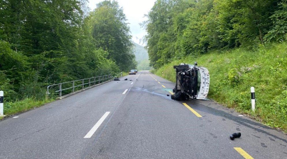 Unfälle Schupfart AG: Kosovar (25) mit Lieferwagen gegen Geländer geprallt
