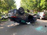 Basel: Auto landet bei heftigem Unfall auf Dach