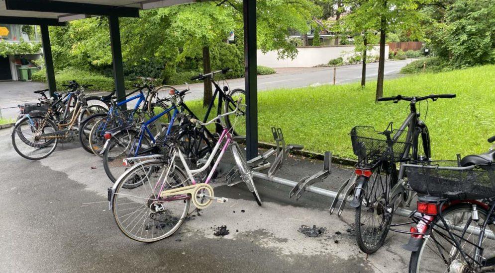 Hünenberg ZG: Fahrräder in Brand - wer hat etwas gesehen?