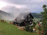Nesslau SG: Blitz setzt Ferienhaus in Brand