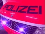 Winterthur ZH - Lenker (23) flüchtet vor Polizei und lässt Freundin (20) sitzen