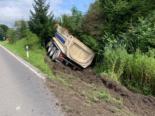 Rain LU: Lastwagen kommt bei Unfall von Strasse ab und kippt um