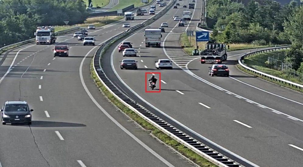 A1, St.Gallen: Unbekannter Motorradfahrer flüchtet nach Unfall