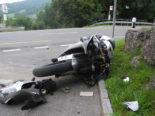 Steinen SZ: Motorradfahrer bei Unfall erheblich verletzt