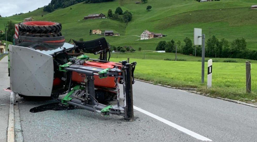 Appenzell AI: Traktor verliert bei Unfall Vorderrad und überschlägt sich
