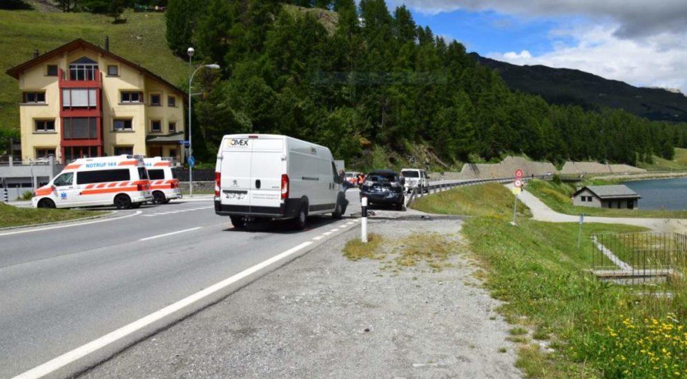 Silvaplana GR: Unfall zwischen drei Fahrzeugen