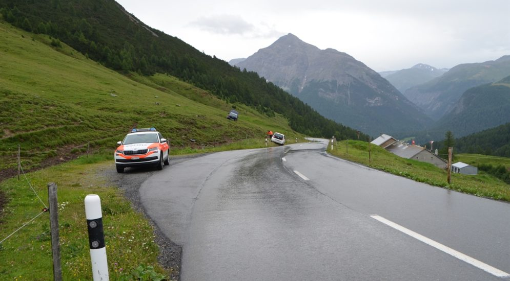 Unfall La Punt-Chamues-ch GR: Verletzter Mann durch Rega-Crew geborgen