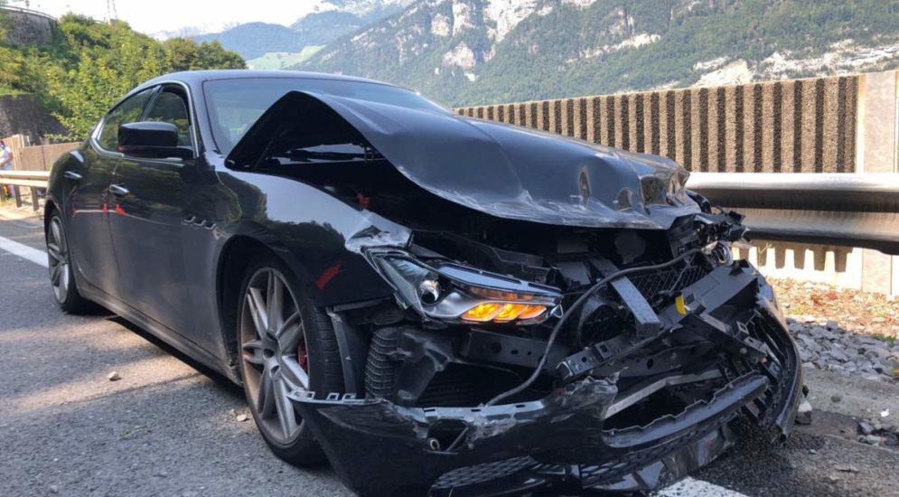 Unfall A3, Mühlehorn GL: Eingenickt und gegen Betonmauer geprallt