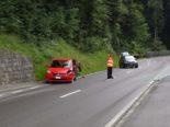 Wolfshalden AR: Fahrerin crasht bei Unfall gegen Röhrenzaun und Böschung