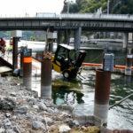 Stansstad: Drei Personen und ein Gabelstapler landen im Vierwaldstättersee