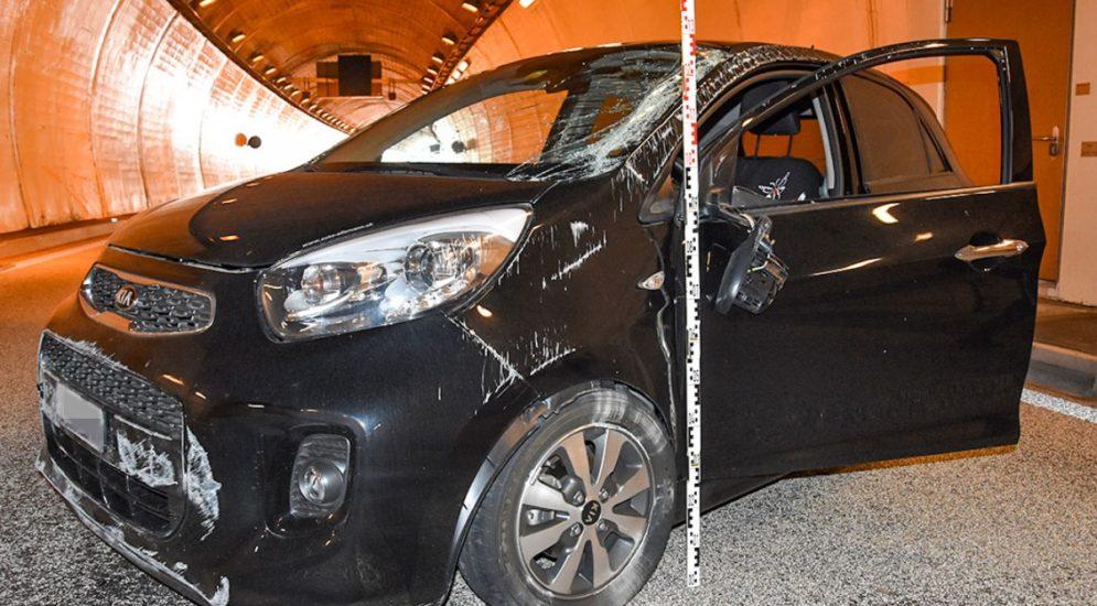 Unfall Hergiswil NW: Im Kirchenwaldtunnel mit Fahrzeug überschlagen