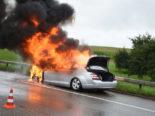 Gossau SG: Mercedes auf der Autobahn A1 in Vollbrand