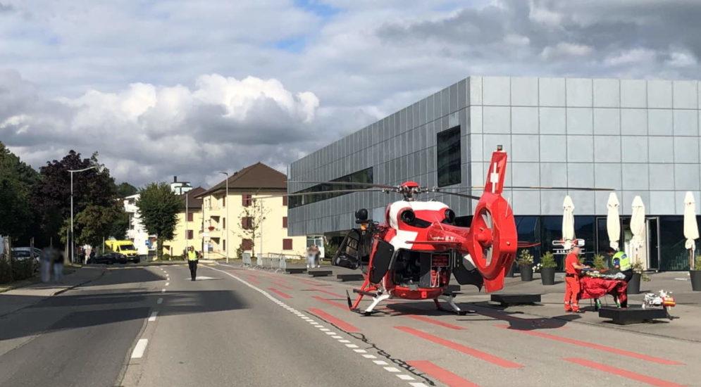 Romont: Motorradfahrer (16) nach Unfall ins Spital geflogen