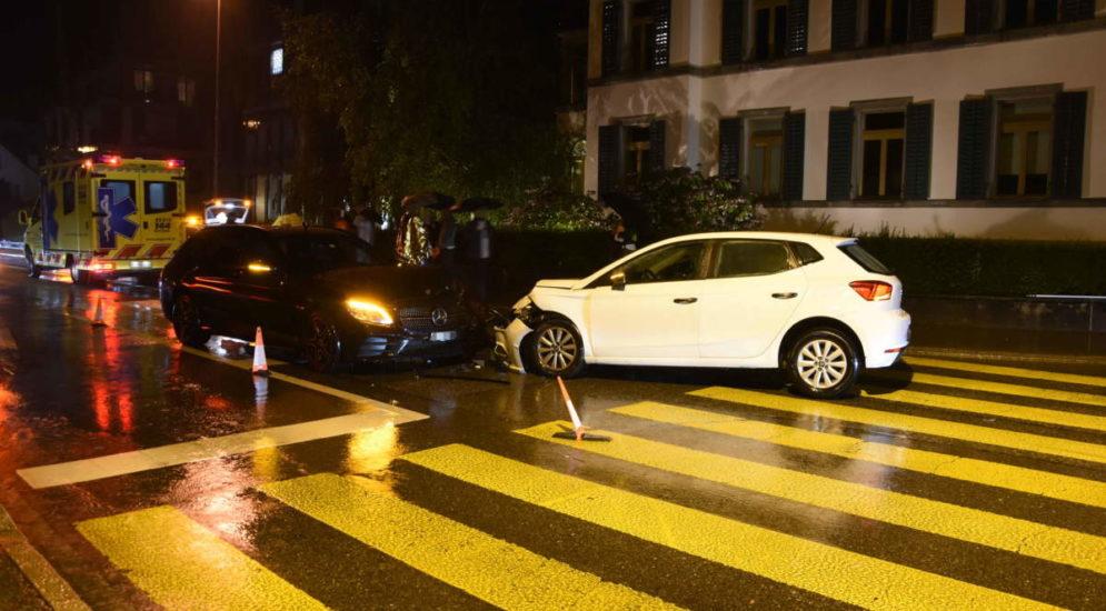 Unfall Rapperswil-Jona SG: Auto einer 21-Jährigen prallt mit Wucht auf Gegenfahrbahn