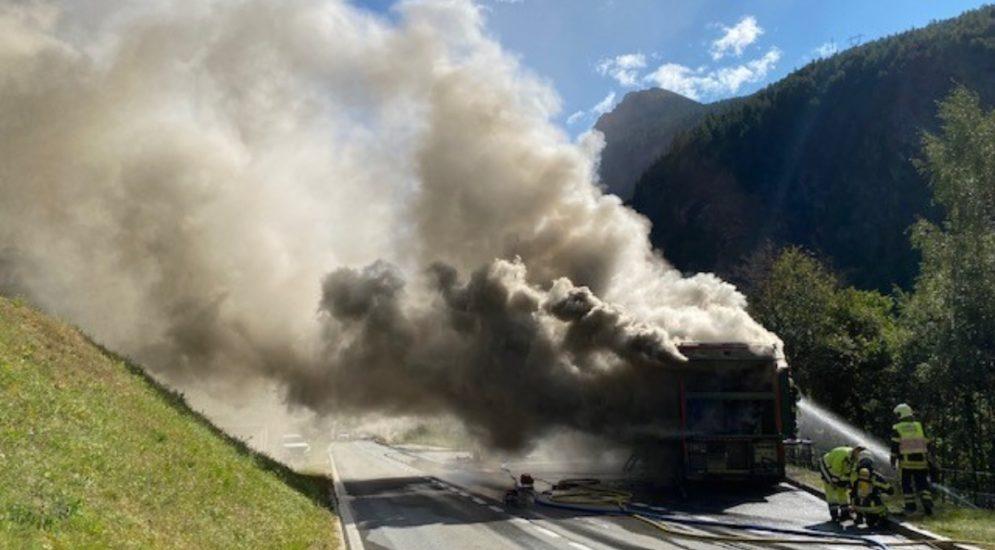 Gabi VS: Fahrzeugbrand auf der Simplonpassstrasse