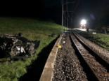 Tatroz FR: Betrunkener Junglenker landet bei Unfall mit Auto auf Dach