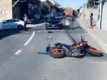 Lugnorre FR: Motorradfahrerin und Auto kollidieren bei schwerem Unfall