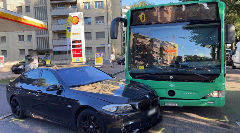 Basel-Stadt BS - Unfall zwischen Bus und PW