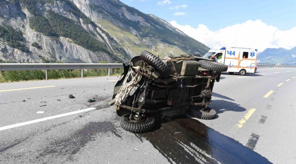 Domat/Ems GR: Todesopfer nach schwerem Unfall mit Motorrad und PW