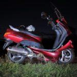 Siblingen SH - Unfall: Motorradlenker (42) und Beifahrer (12) rutschen über Böschung