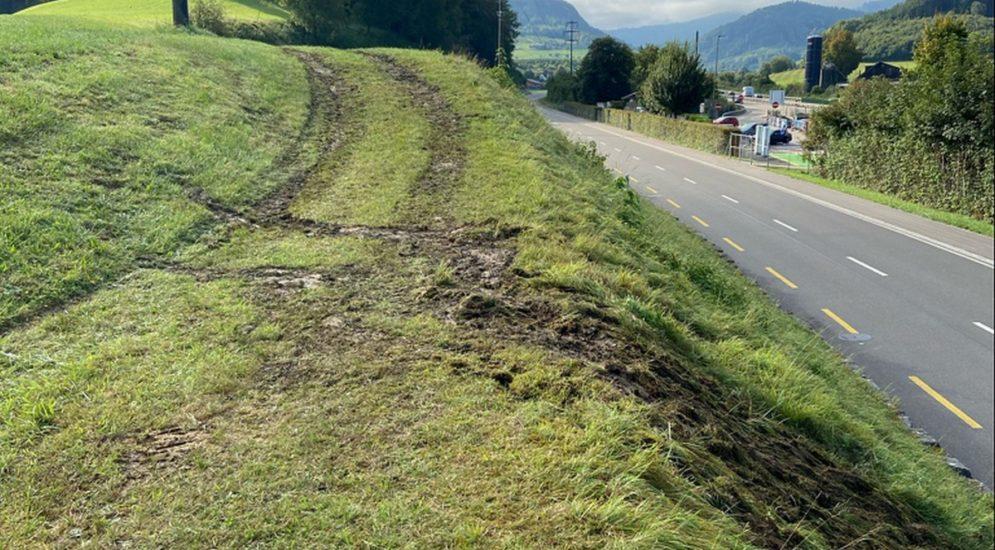 Tenniken BL: Traktor bei Unfall auf Feldweg gekippt