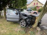 Oberentfelden AG: Mercedes-Fahrerin prallt bei Unfall in Baum