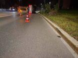 Cham ZG: Lenkerin prallt bei Unfall in Baum