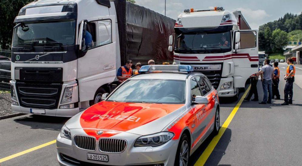 Kontrollen Luzern: Vier Lastwagen und ein Reisebus aus dem Verkehr gezogen