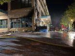Risch Rotkreuz: Muldenbrand endet mit Gebäudeschaden