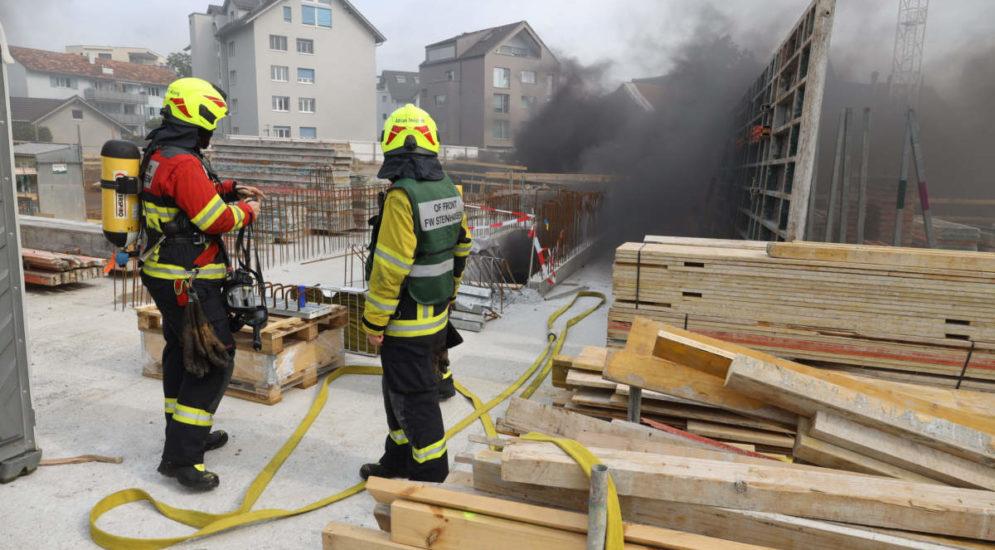 """Brand in Cham ZG: Flammen auf der Baustelle """"Lindenpark"""""""