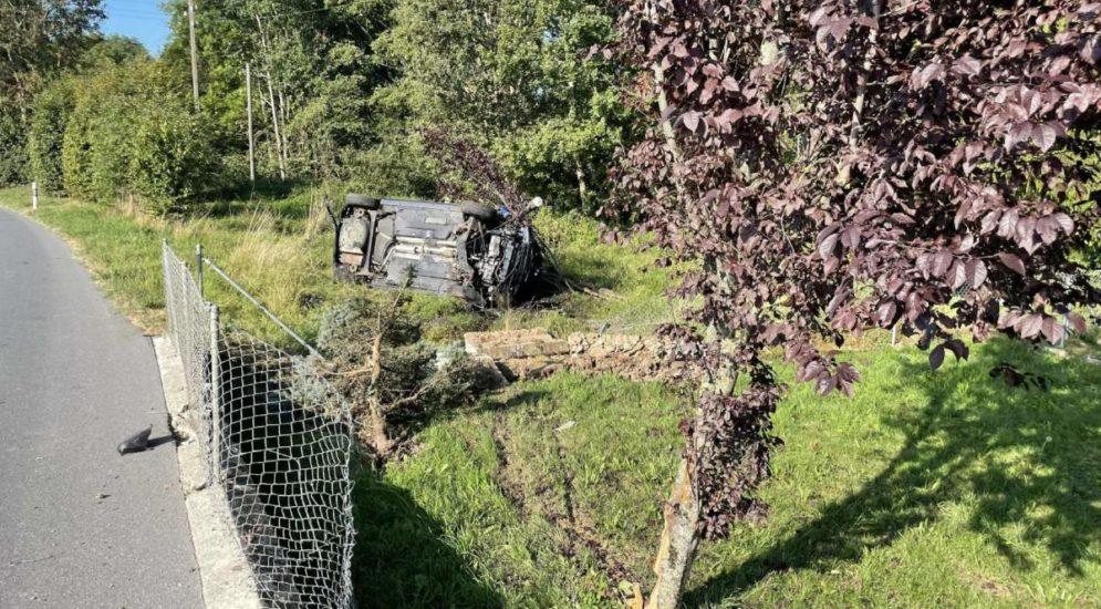 Torny-le-Grand FR: Auto bei Unfall auf Seite gekippt