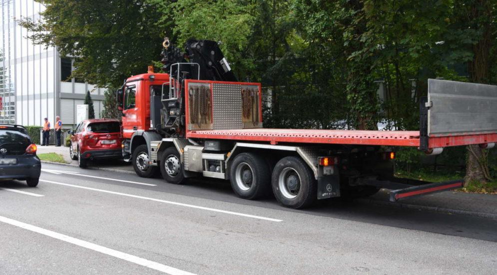 Unfall Rapperswil-Jona: LKW prallt in Auto