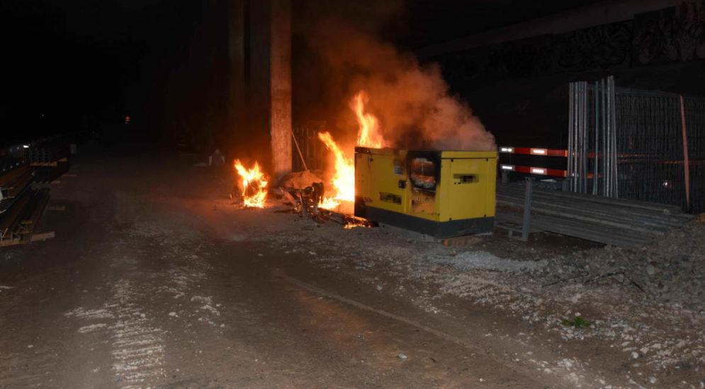 Schmerikon SG: Anhänger und Stromaggregat auf Baustelle in Brand geraten