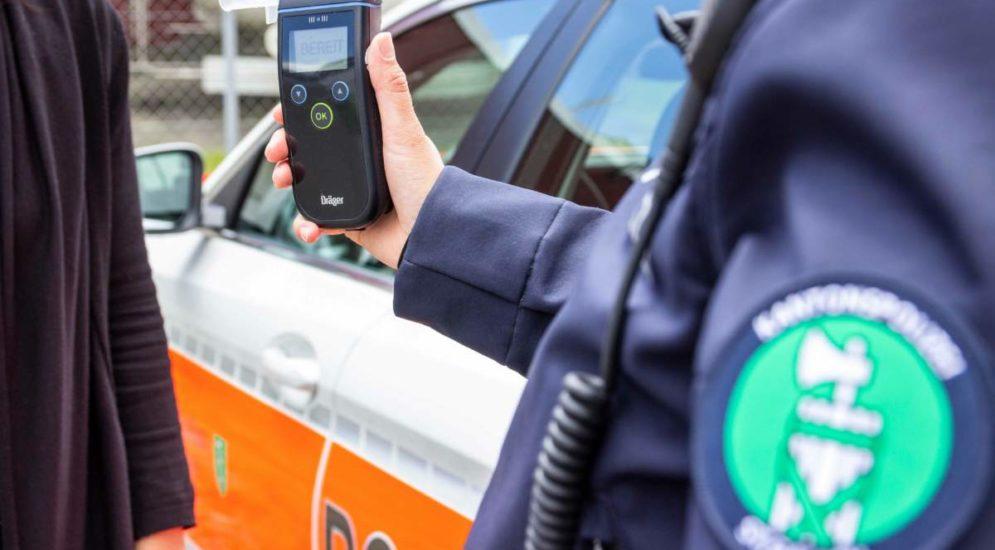 Kaltbrunn: Alkoholisierter Autolenker prallt bei Unfall in Bus