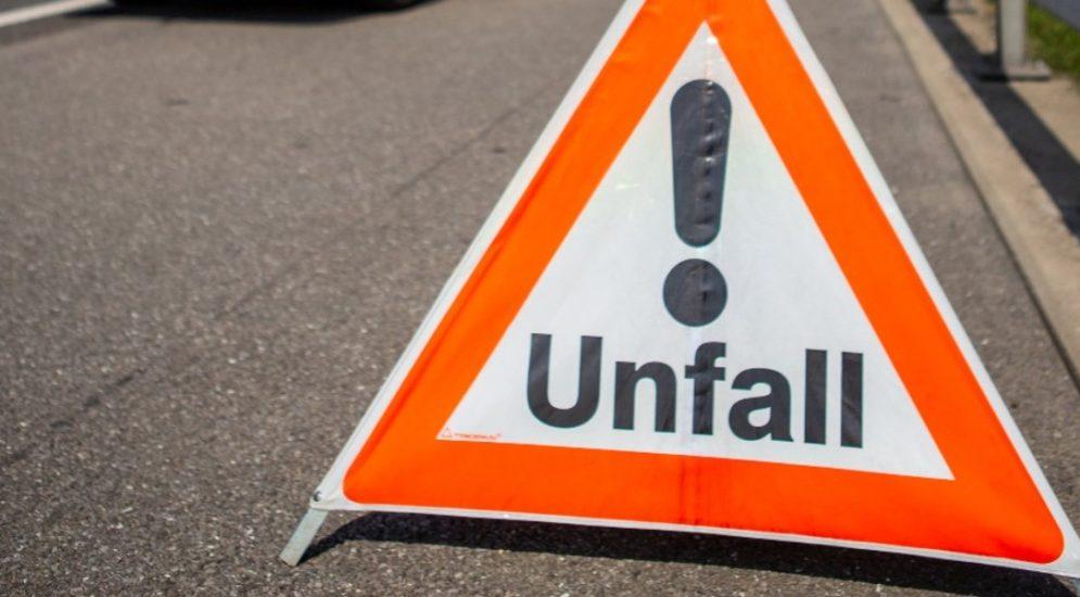 Lutzenberg AR: Motorradlenker crasht bei Unfall in Auto