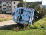 Beringen: Wohnmobil mit fünf Hunden landet bei Unfall im Bach