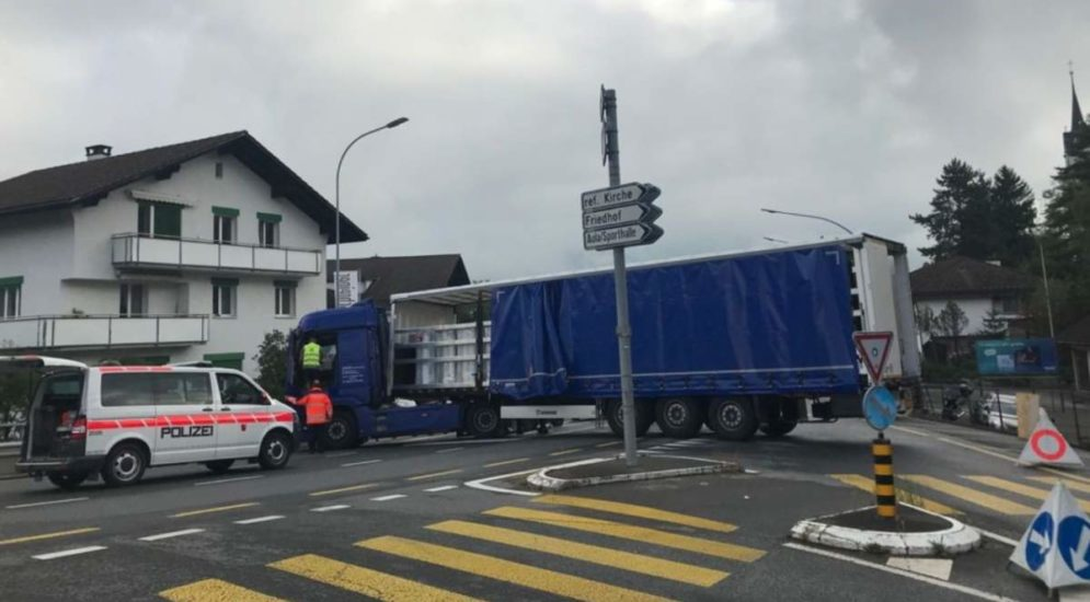 Brunnen SZ: Steckengebliebener Lastwagen geborgen