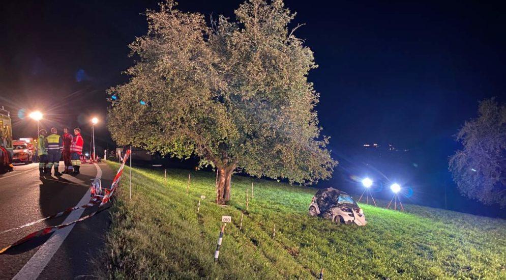 Unfall Hirzel ZH: Schwerverletzter und gesperrte Strasse