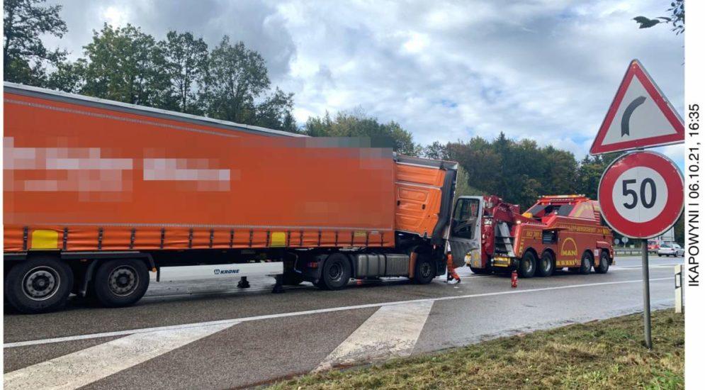 A1 Deitingen SO: Unfall zwischen zwei Sattelmotorfahrzeugen