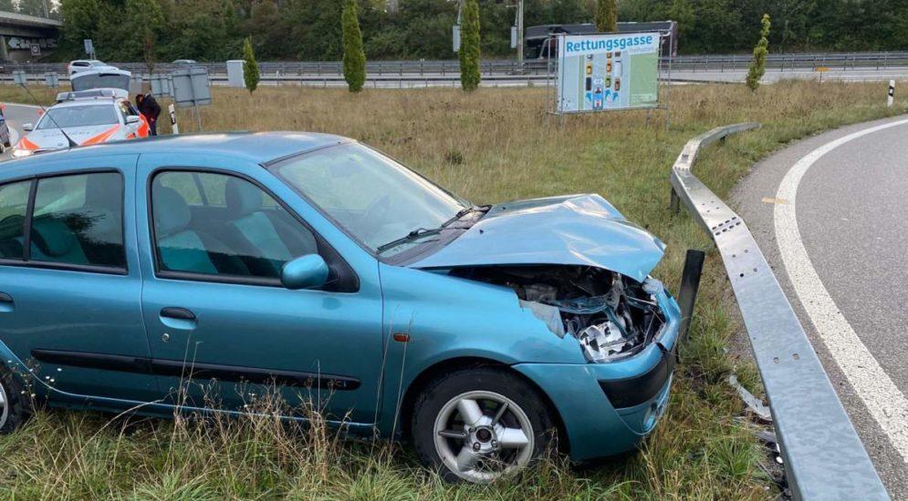 Unfall A1 Zuchwil SO: Autofahrer prallt in Leiteinrichtung