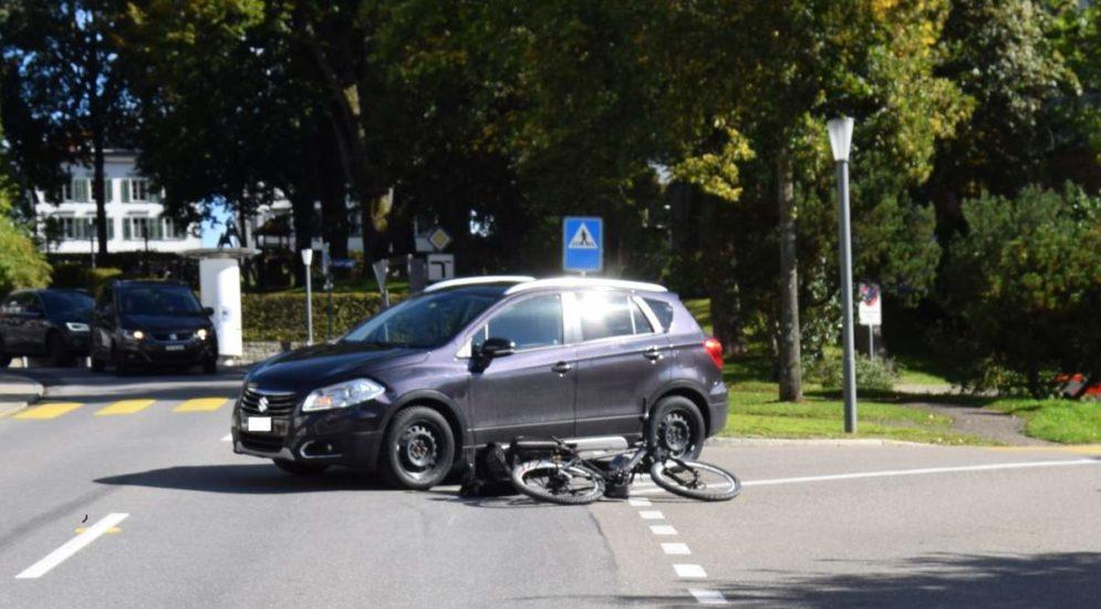 Heiden AR: Unfall zwischen E-Bike und PW