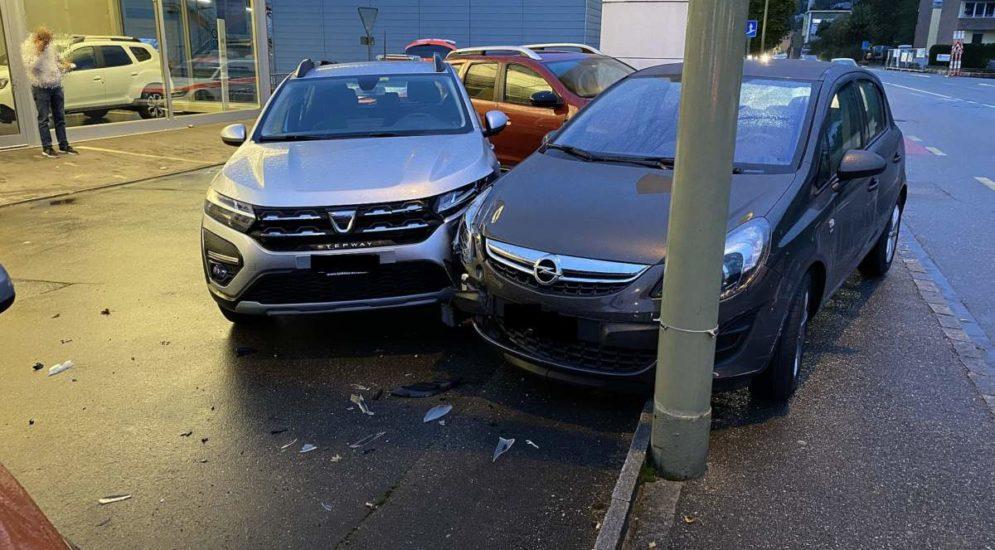 Zwingen BL: Unfall zwischen zwei Autos mit Folgekollision