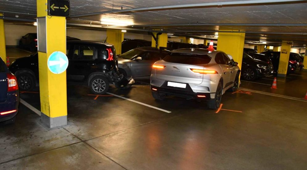 Chur: Grosser Sachschaden bei Unfall mit drei Fahrzeugen in Parkhaus