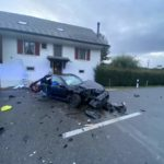 Unfall Veltheim AG: Lenker (18) nach Aufprall gegen Hausmauer schwer verletzt