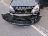 Mollis GL: Lieferwagenlenker prallt bei Unfall in PW