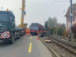 Unfall Gerolfingen (Gemeinde Täuffelen) - Auto zwischen Zug und Mauer eingeklemmt