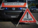 Thörishaus BE - Unfall: Autolenker schlittert auf Dach liegend in Hausmauer